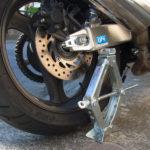 パンタジャッキを使ってバイクのチェーン清掃・注油